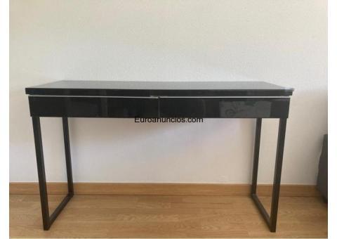 Mueble / escritorio de color negro